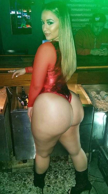 Big Ass Blonde Facesitting